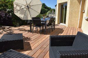 Réalisation d'une terrasse en Cumarru - DBMA menuiserie à Grandchamps-des-Fontaines