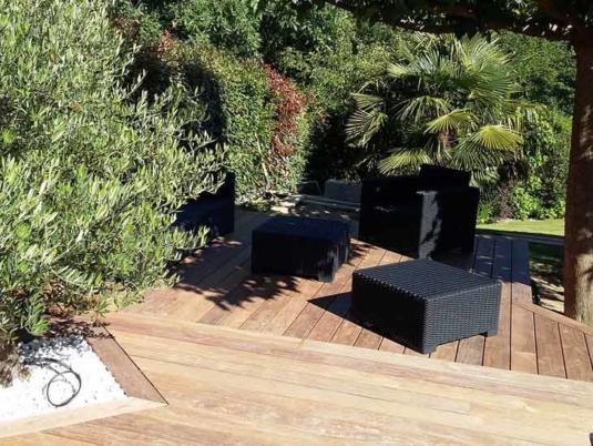 Terrasse en bois exotique au Cumarru